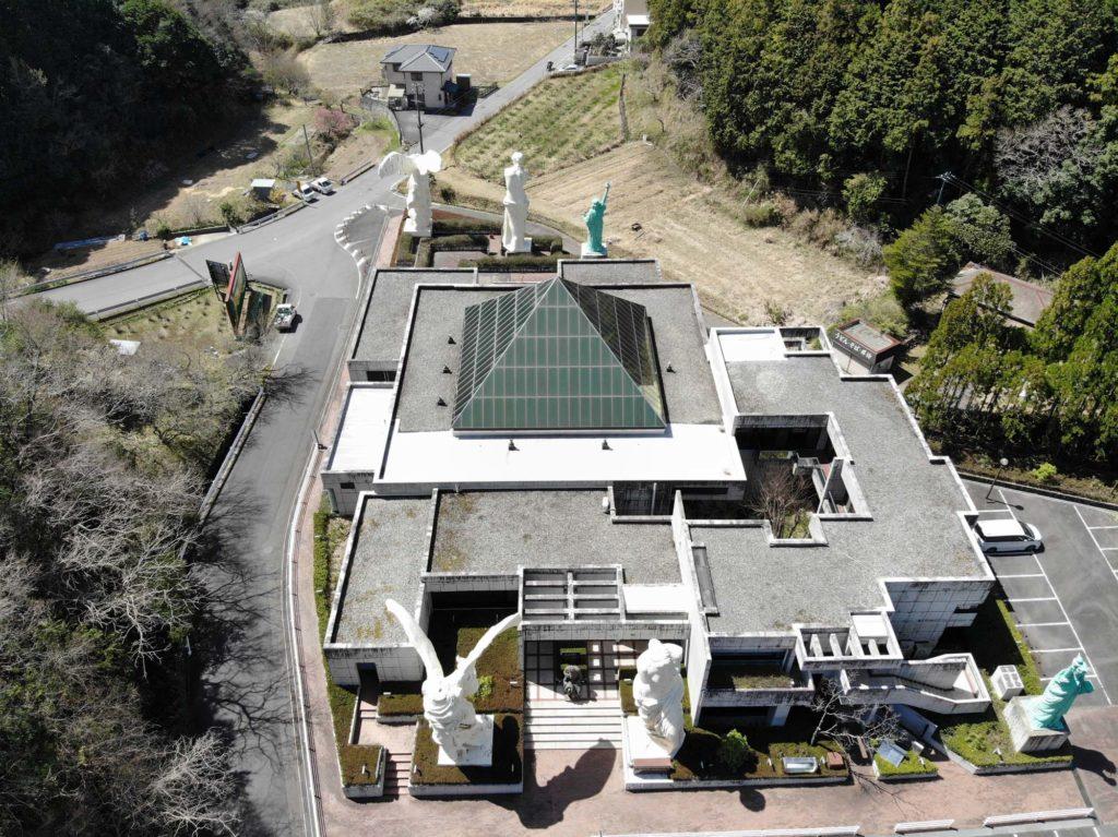 ルーブル彫刻美術館をドローンで上空から撮影